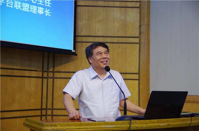 教育部技术发展中心李志民主任发表演讲